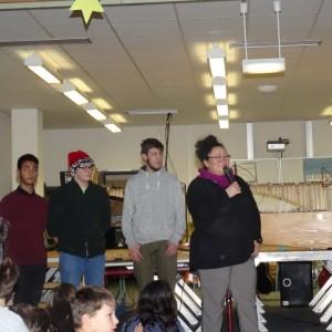 Frau Ehler begrüßt, durch das Programm leiten Lucas, Maxi und Jawad
